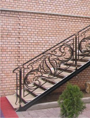 Дизайн лестницы в доме на второй этаж