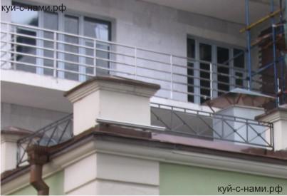 Пристройка к балкону из металла.